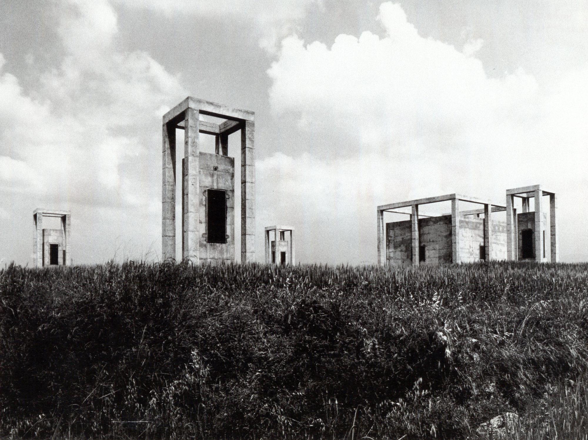 Torretes d'accés i ventilació d'un dipòsit d'aigua subterrani - Garcés - de Seta - Bonet