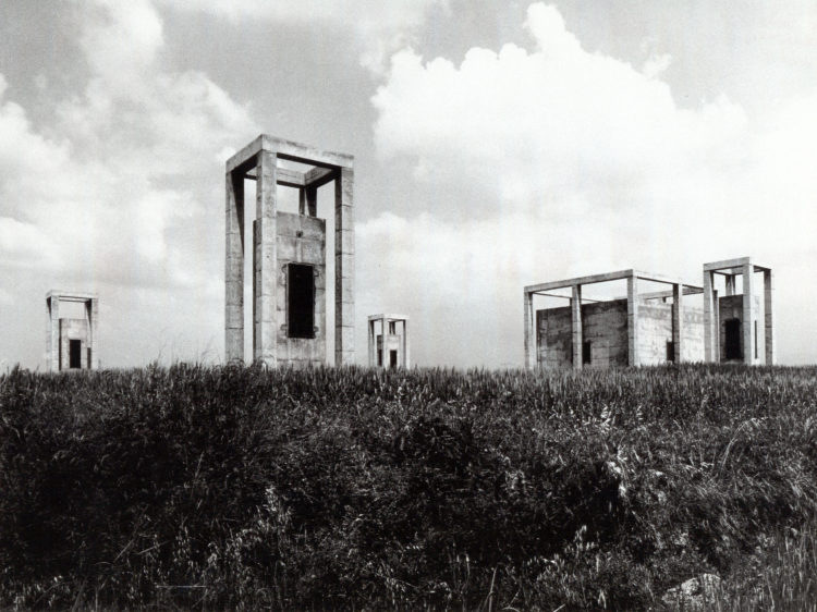Access and ventilation towers of an underground water tank - Garcés - de Seta - Bonet