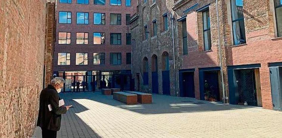 Article in the newspaper La Vanguardia about the offices in Passatge Mas de Roda - Garcés - de Seta - Bonet